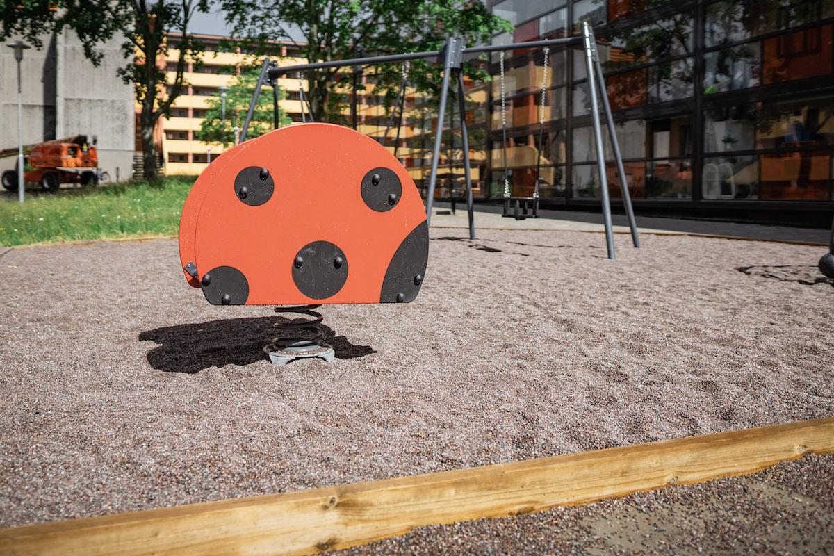 Ny lekplats gjord för Brf i Stockholm